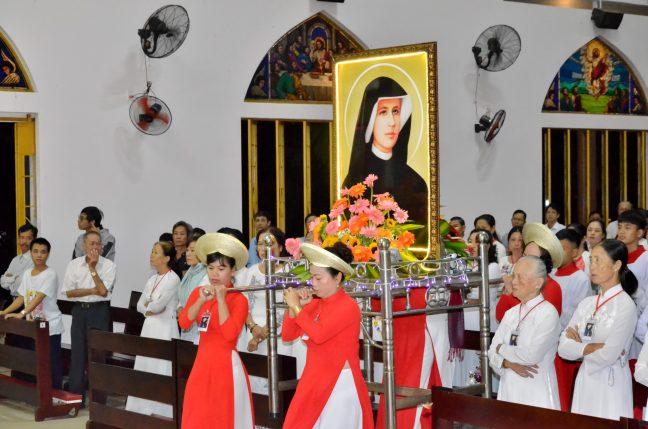 Lễ kính thánh Faustina - Bổn mạng hiệp hội Lòng Thương Xót Chúa giáo xứ Russeykeo