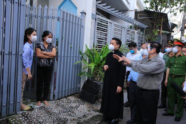 Thủ Tướng thăm bà con giáo dân